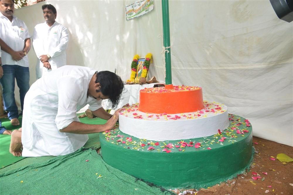 Pawan Kalyan,Pawan Kalyan celebrates Independence Day,Independence Day,70th independence day,Independence Day celebrations