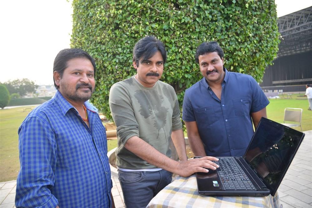 Sunil,Sunil 2 Countries Teaser,2 Countries Teaser,2 Countries,2 Countries Teaser launch,Pawan Kalyan,actor Pawan Kalyan,Pawan Kalyan launches 2 Countries Teaser