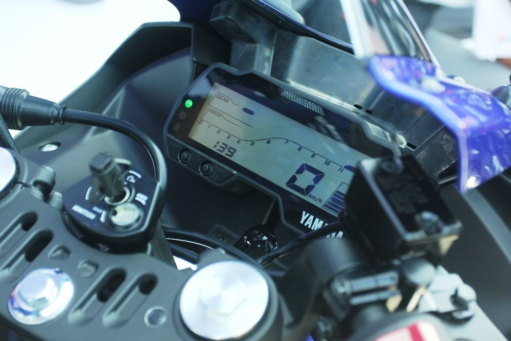Yamaha R15 Version 30 Panel
