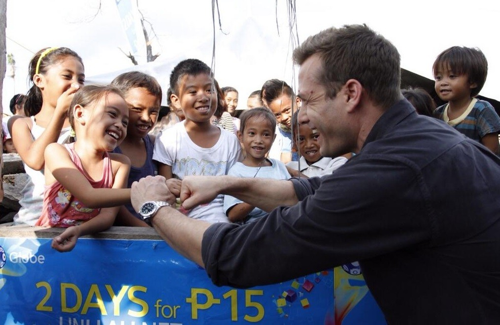Gabriel Macht with kids of Ormoc Philippines