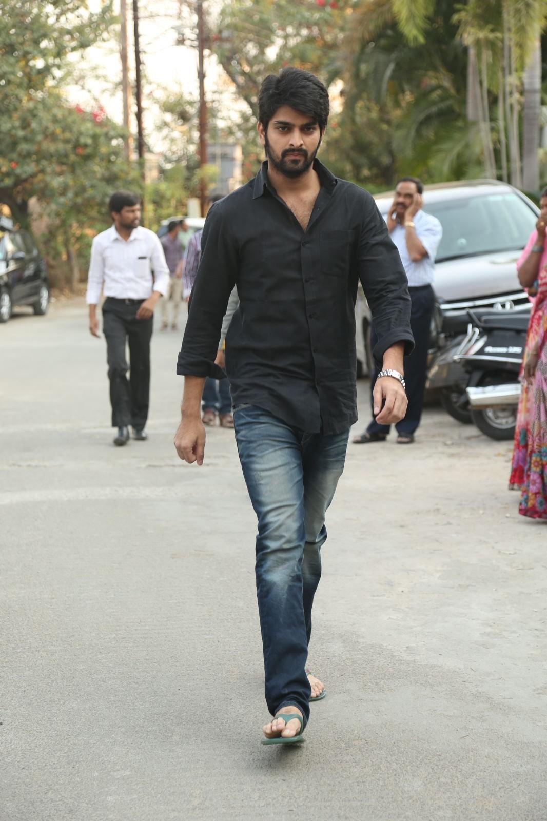 Telugu Stars Pay Last Respect to D Ramanaidu; Ravi Teja, Rajasekhar, Manchu Manoj, Anushka Shetty, Namratha and Others