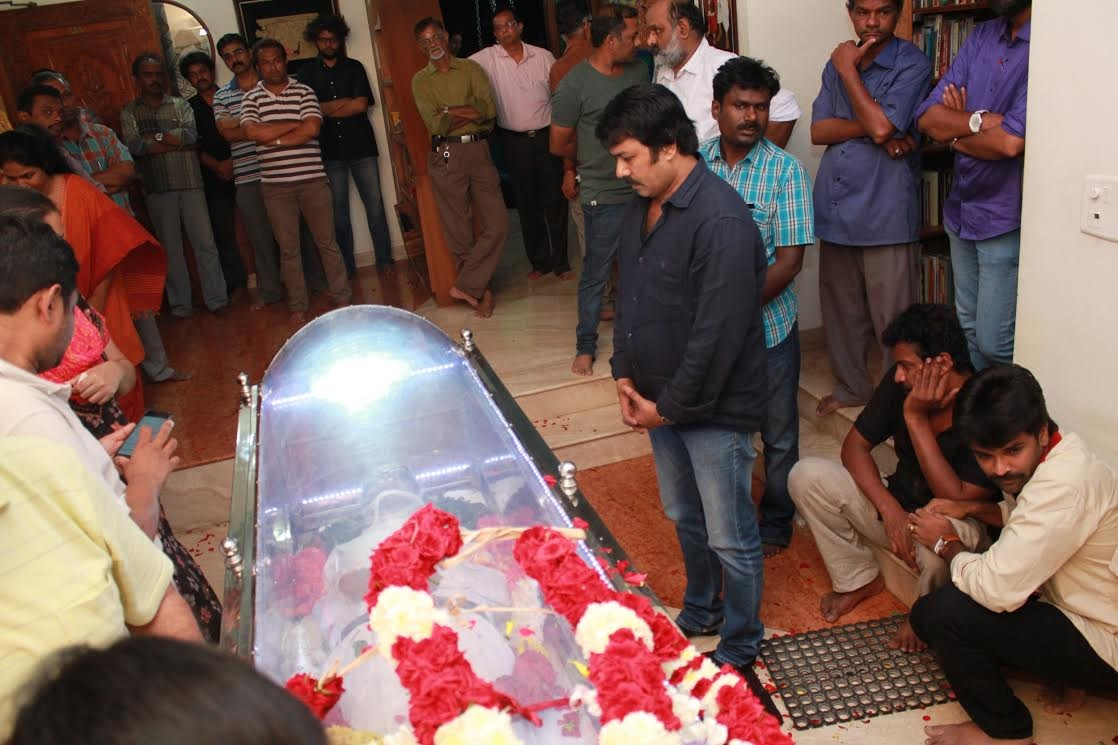 K Balachander Getting Final Respects