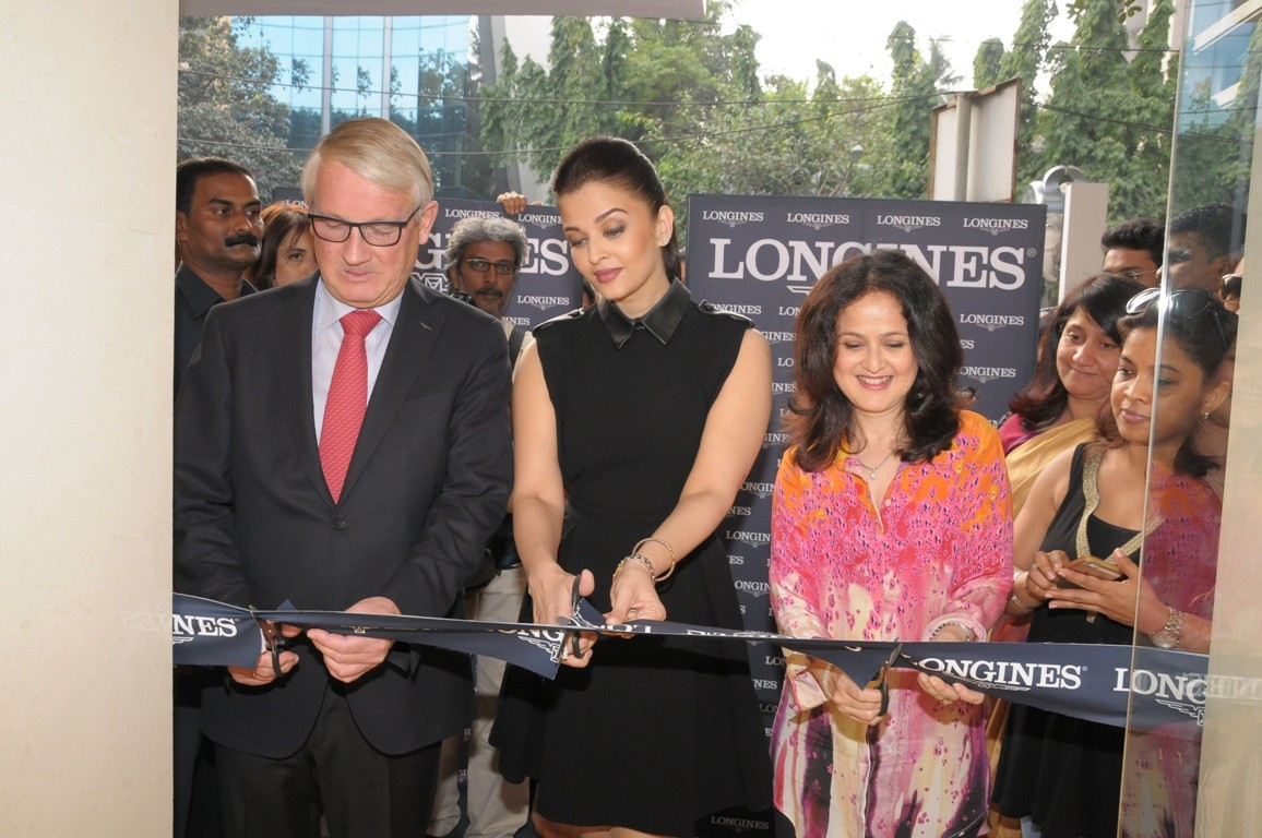 Aishwarya Rai Bachchan Stuns in Black at New Watch Store's Inauguration in Mumbai
