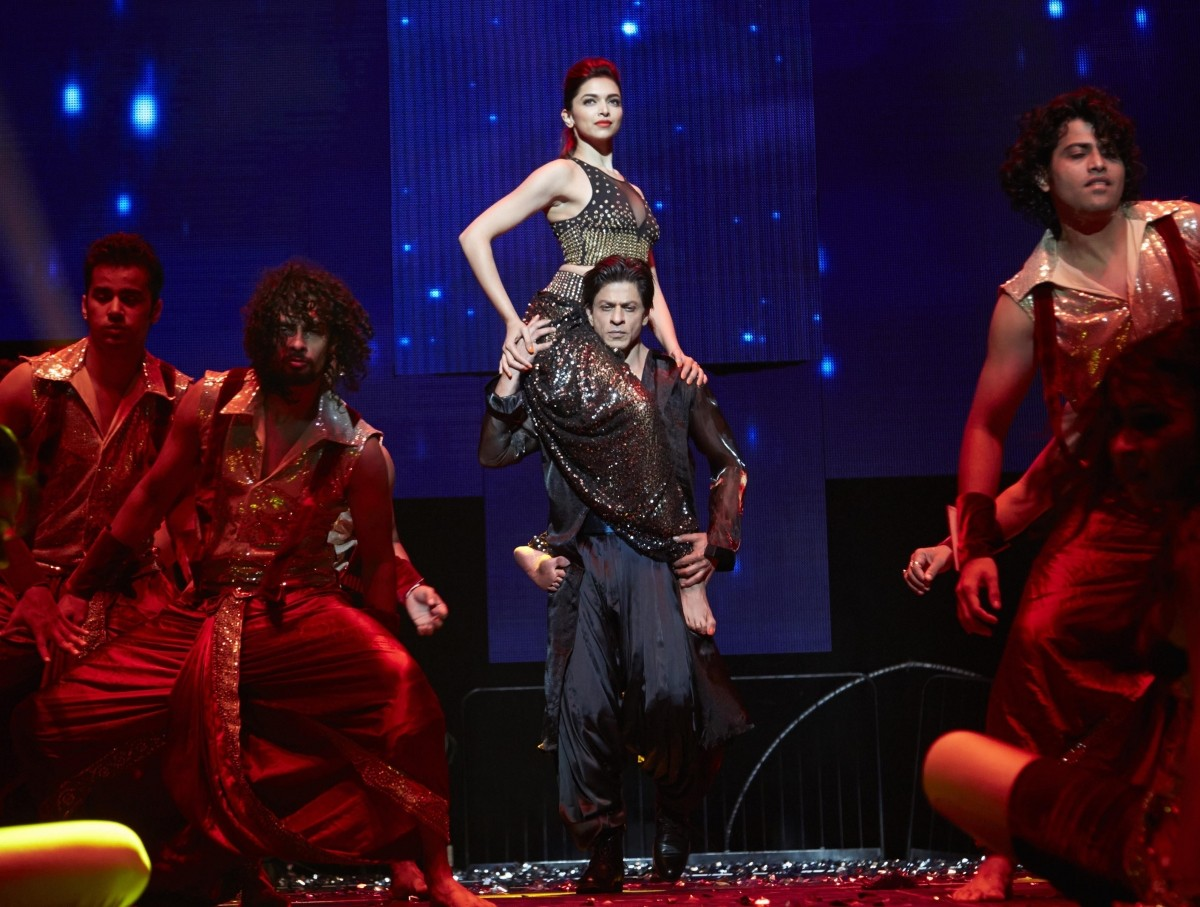 'SLAM! The Tour!': 'Happy New Year' Stars Set the Stage on Fire