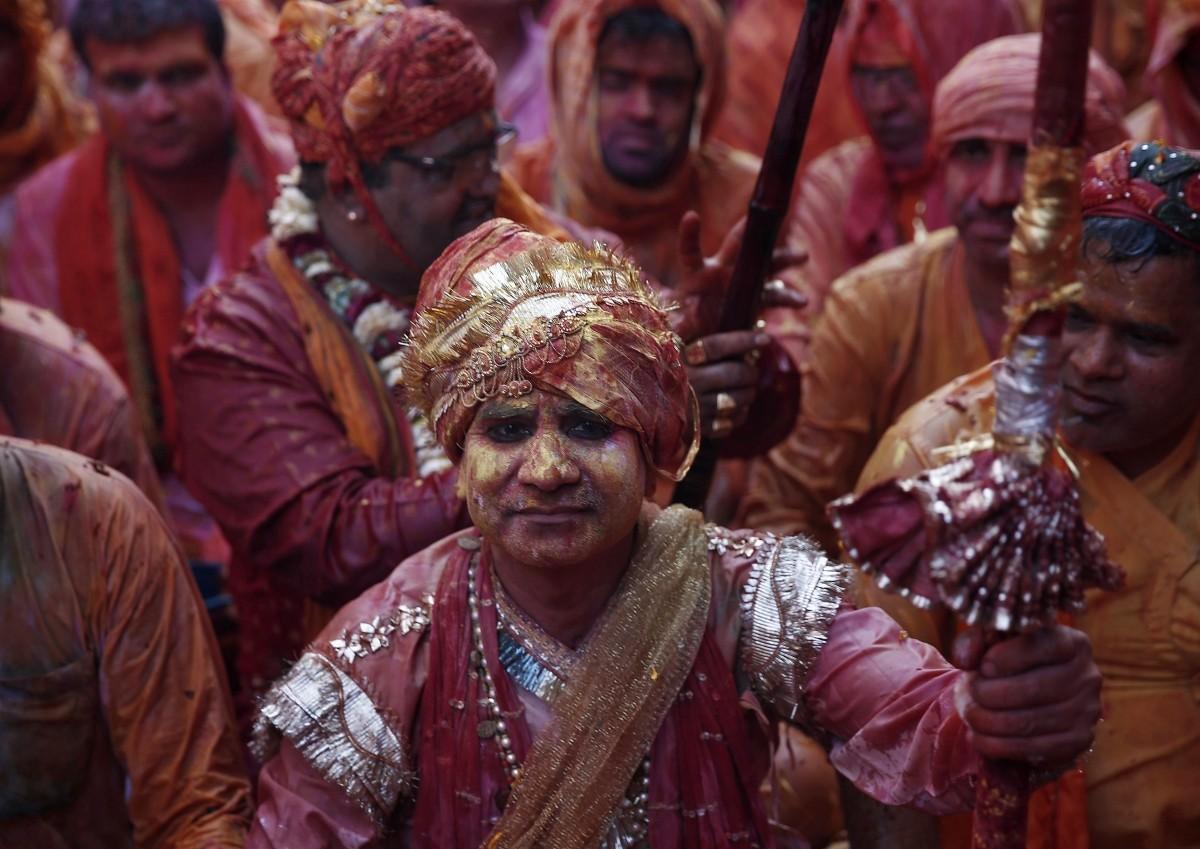Holi 2015: Spectacular Images of 'Lathmar Holi' Celebrated in Mathura, Vrindavan