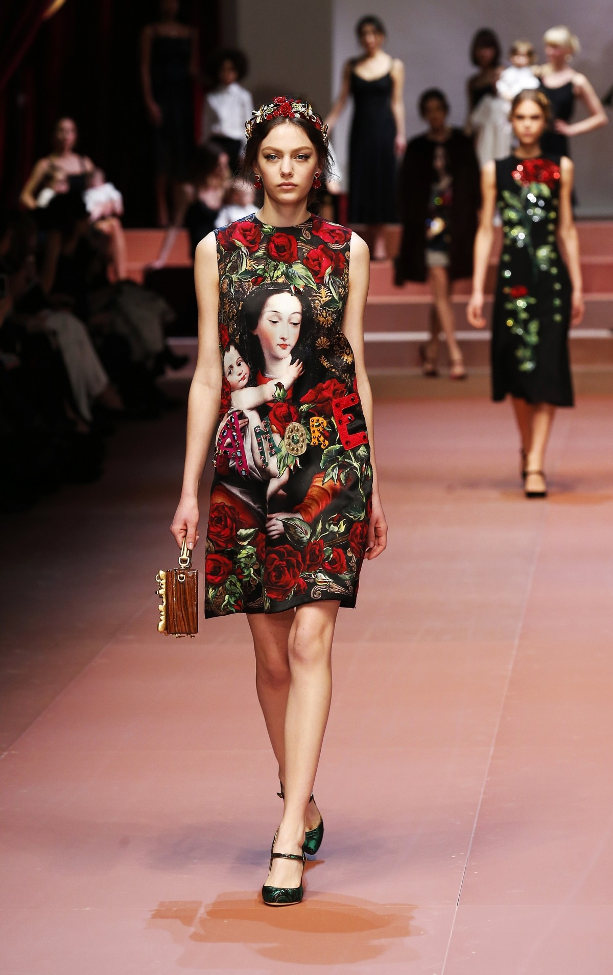 Milan Fashion Week 2015: Pregnant Models Walks The Ramp for Dolce & Gabbana