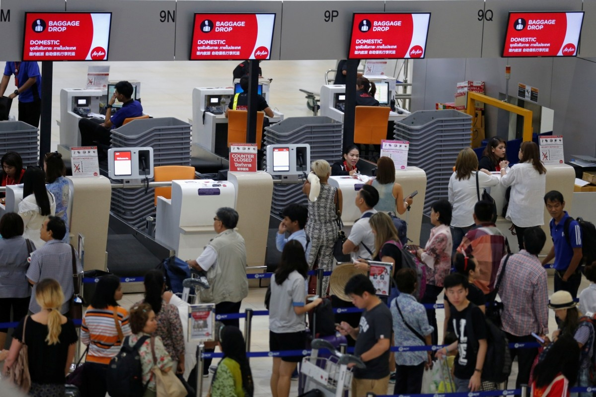 airasia awards bags world travel awards low cost air carriers dgca airasia india tony fernandes malaysia