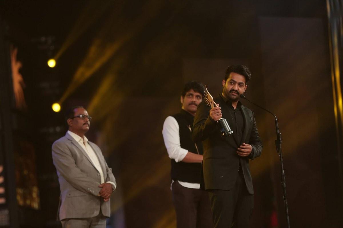 Junior NTR wins Best Actor Award at IIFA Utsavam
