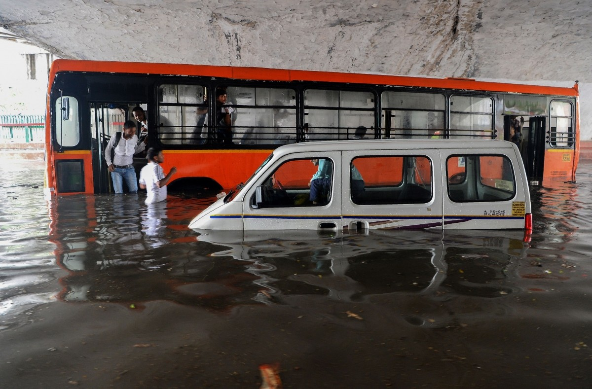 Delhi rains - Vehicles stuck in flooded underpass