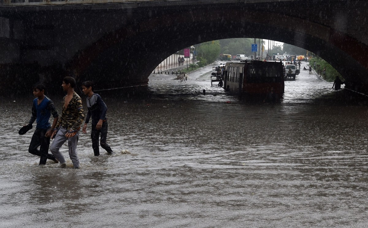 Bus stuck under Minto bridge in Delhi rains