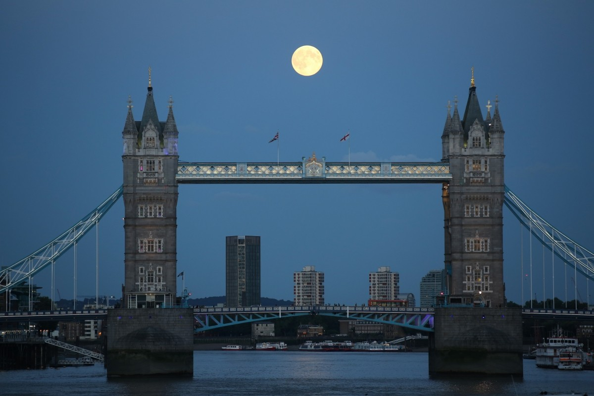 A supermoon rises over Tower Bridge in London August 10, 2014.