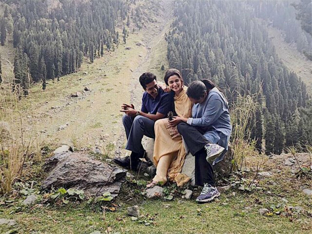 Vicky Kaushal and Alia Bhatt with Meghna Gulzar on Raazi set