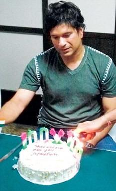 Sachin Tendulkar Rare and Unseen Birthday Celebration,Sachin Tendulkar birthday celebration,Sachin Tendulkar birthday,Sachin Tendulkar cut cakes,sachin,sachin birthday Celebration,sachin birthday Celebration pics,Sachin rare and unseen pics,sachin ramesh