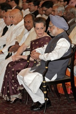 Sonia Gandhi and PM Manmohan Singh (a file photo of Reuters)
