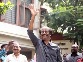 Rajinikanth wishes fans outside his residence