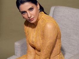Samantha Looks Hot in barely-there dress