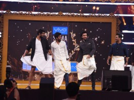 Madhavan, Rana Daggubati, Nivin Pauly teach Ranbir Kapoor how to wear a Vesti as Katrina Kaif cheers it at SIIMA 2017.