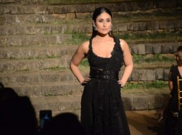 Actress Kareena Kapoor Khan closed the Summer/ Resort 2018 edition of Lakme Fashion Week (LFW) as a perfect showstopper as she walked the runway for designer Anamika Khanna in a black outfit that was inspired by sari.