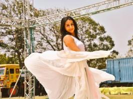 Sanjjjanaa Galrani looks gorgeous as always in her latest pics from the Holi celebration.