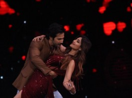 Actor Varun Dhawan burns the dance floor with Shilpa Shetty on Super Dancer chapter 2.