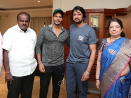Sandalwood star Kichcha Sudeep met former Chief Minister HD Kumaraswamy at HDK's residence in JPNagar, Bengaluru on April 2, 2018. Actor Sudeep may campaign for Kumaraswamy's JDS party for upcoming Karnataka assembly elections 2018.