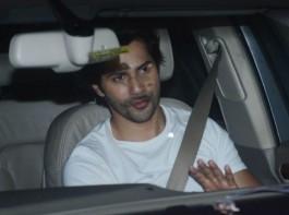 Varun Dhawan was snapped on his arrival at Salman Khan's residence in Bandra, Mumbai on Apr 7, 2018.