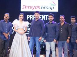 Telugu movie Bharat Ane Nenu pre-release event event held at LB Stadium, Hyderabad. Celebs like Mahesh Babu, Jr NTR, Kiara Advani, Devi Sri Prasad, Prakash Raj, DVV Danayya, Y Ravi Shankar, Naveen Yerneni, Lakshman, Suma and others graced the event.