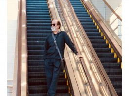 After completing his spiritual tour in the Himalayas, actor Rajinikanth visited the US for his routine medical checkup. The 'Kaala' star was spotted in a black sweatshirt with goggles. He was also clicked while traveling on a metro train. The pics were shared by Soundarya Rajinikanth on Twitter with the caption: Check out the latest stills of our Thalaivar from the USA! On your #RajiniMakkalMandram app and website ! RIGHT NOW. Superstar reached US in style and the pictures have gone viral over on the Internet.