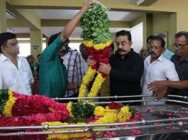 Legendary Film Director and Producer Muktha Srinivasan passed away at the age of 88 in Chennai. He worked with several notable actors including Sivaji Ganesan, Rajinikanth, Kamal Haasan and former Chief Minister Jayalalithaa. Ulaganayagan Kamal Haasan pays last respect to Veteran director and producer Muktha Srinivasan.