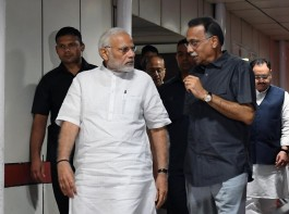 Prime Minister Narendra Modi visited former Prime Minister Atal Bihari Vajpayee at AIIMS today. The Prime Minister interacted with family members of Vajpayee. He also spoke to doctors and inquired about the health of Vajpayee. Modi was at AIIMS for about 50 minutes,