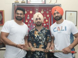 Ahead of Soorma's release actor Diljit Dosanjh visited Sandeep Singh's hometown Shahabad to take the family's blessings. Diljit went to Shahabad and met Sandeep's family and also visited the hockey turf where the hockey legend does his practice. Actor Diljit Dosanjh who visited Sandeep Singh's hometown Shahabad yesterday met his family before the film's release and got a gift from Sandeep Singh's father which is very close to Sandeep's heart. The hockey stick which is gifted to the actor is the same stick which was with Sandeep while he was accidentally shot with a bullet and it was with him throughout the period when he was paralyzed. It was an emotional moment for the whole family when Sandeep Singh's father gifted the stick to the actor.