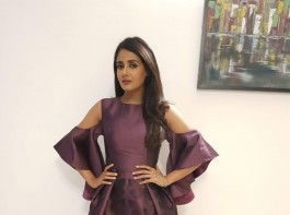 Parul Yadav dazzles at Business awards
