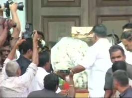Tamil Nadu CM K Palaniswami, O Panneerselvam pay last respects to DMK chief Karunanidhi