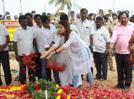 Trisha at Karunanidhi's memorial at Marina