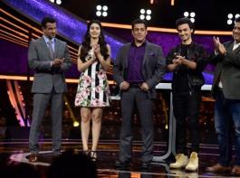 Aayush Sharma and Warina Hussain promote Loveratri on Salman Khan's show Dus Ka Dum