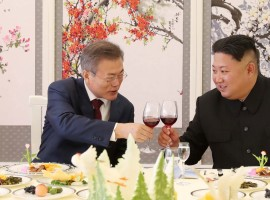 South Korean President Moon Jae-in makes a toast with North Korean leader Kim Jong Un