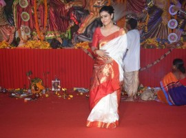 Kajol looks cute in saree as she gets snapped at Durga Puja