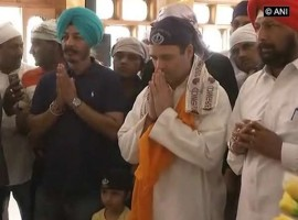 Rahul Gandhi offers prayers at Darbar Sahib Gurudwara in Rajnandgaon