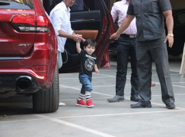 Taimur Ali Khan gazes, Inaaya Naumi Kemmu waves at paparazzi