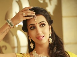 South Indian actress Sanjjjanaa Galrani's traditional look for Varamahalakshmi festival.