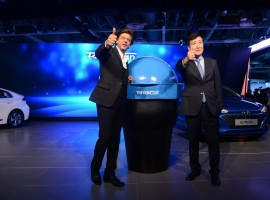 Superstar Shah Rukh Khan on Thursday showed support for Prime Minister Narendra Modi's Swachh Bharat Abhiyan by unveiling 'Swachh Can', a portable bin for users of Hyundai cars.