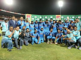 After a disciplined performance by the bowlers which helped India restrict South Africa to a modest 204, Kohli (129 in 96 balls), who slammed his 35th ODI ton, anchored the innings perfectly and helped his team to wrap up the six match series 5-1. After Indian openers were sent back to the pavilion inside 15 overs, Kohli along with middle-order batsmen Ajinkya Rahane (34 not out) forged a 126-run partnership for the third wicket to hand a comfortable victory.