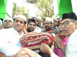 Union Minority Affairs Minister Mukhtar Abbas Naqvi on Monday offered the ceremonial 'chadar' at the shrine of Sufi Saint Khwaja Moinuddin Chishti here on behalf of Prime Minister Narendra Modi.