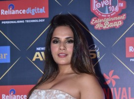 Richa Chadha gets clicked on her arrival at News18 REEL Movie Awards 2018 in Mumbai.