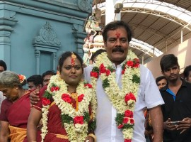 Popular comedy actor Munishkanth got married to Thenmozhi today morning at the Vadapalani temple, Chennai.