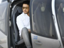 1. Mahesh Babu as CM: The biggest reason is actor Mahesh Babu. He is looking cute as ever and he will be seen as a revolutionary leader by playing the role of AP Chief Minister. It is the circumstances behind where Bharat takes over the key role and how he brings about a change in the society. Bharat Ane Nenu is only big film to release in theatres this month down south and he can surely do wonders at the box-office.