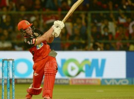 A.B. de Villiers blasted 90 not out as Royal Challengers Bangalore (RCB) defeated Delhi Daredevils (DD) by six wickets here on Saturday to end their two-match losing streak in the Indian Premier League (IPL). After Rishabh Pant (85) and Shreyas Iyer (52) helped Delhi post a fighting 174/5, de Villiers, who struck 10 fours and five sixes during his 39-ball unbeaten knock, single-handedly guided the hosts to the crucial win with two overs to spare. outh African de Villiers shared a 63-run third-wicket stand with captain Virat Kohli (30) at the M. Chinnaswamy Stadium as RCB posted their second win in five games.