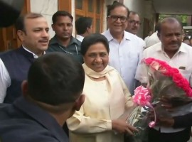 Karnataka CM designate HD Kumaraswamy met Bahujan Samaj Party (BSP) chief Mayawati here and discussed plans of putting in place a Congress and JD-S coalition government. The JD-S contested the Karnataka election in a pre-poll alliance with the BSP and later had a post-poll tie-up with the Congress. JD-S General Secretary and Spokesperson Danish Ali said Kumaraswamy and Congress leaders discussed