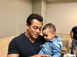 Salman Khan plays with Irfan Pathan's son Imran is the cutest thing on the Internet. Actor Salman was present at the IPL 2018 finale at the Wankhede Stadium in Mumbai, along with his power-packed Race 3 team. Irfan Pathan's son Imran Pathan is seen playing with the actor's and looks cute, while father Irfan stands at a distance. Race 3 actor Salman also shared space at commentary box with Irfan Pathan. Check out the Adorable picture of Salman Khan with Irfan Pathan's son.