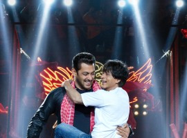 Giving a glimpse of the much talked about and eagerly awaited cameo of Salman Khan in Shah Rukh Khan's Zero, makers of the Aanand L Rai directorial have shared an interesting teaser of the film featuring both the superstars. This teaser features the special song starring the two. The brilliant camaraderie between Shah Rukh and Salman serves to be one of the highlights of the much-awaited film. Adding to the festive celebration, the teaser will be attached to the Salman Khan starrer Eid release Race 3, proving to be a double bonanza for the audiences.